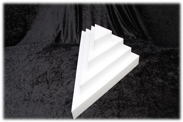 Triangle cake dummies with straight edges of 5 cm high