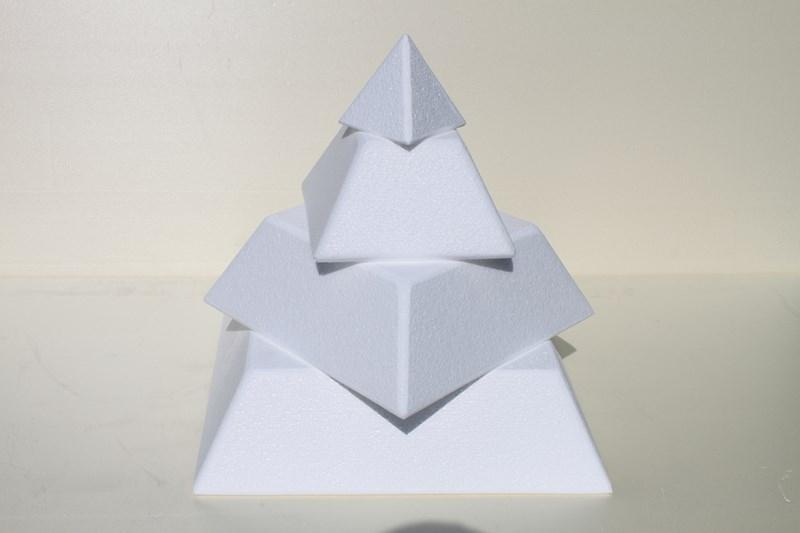 Pyramid cake dummies with straight edges of 10 cm high