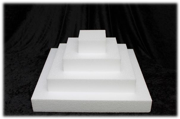 Square cake dummies with straight edges of 5 cm high