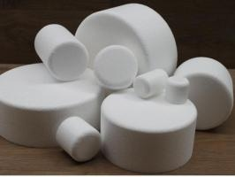 Round cake dummies with chamfered edges